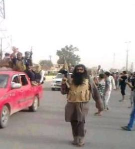 oι μαχητές του Ισλαμικού Κρα΄τους του Ιράκ και της μεγάλης-ισλαμιστικής Συρίας σκορπούν το τρόμο στις πόλεις του Ιράκ
