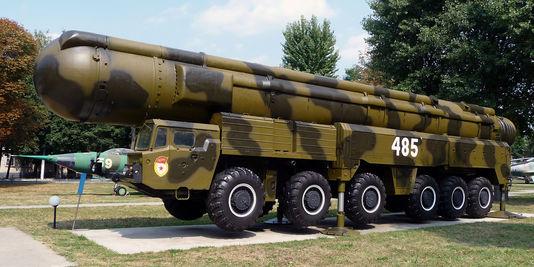 4464000_3_0036_un-vehicule-lance-missile-de-portee_c77830c278dbceae7354ba5a4897df5e