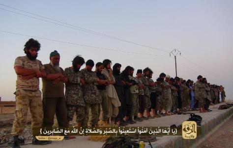 προσεύχονται πριν την επίθεση και το μακελάρισμα