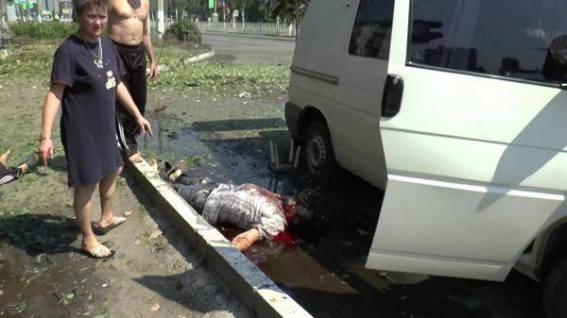 ο εγκάθετος της Δύσης και αναγνωρισμένος από τη Ρωσία ως πρόεδρος Ποροσένκο σκοτώνει πολίτες.....Λουγκάνσκ