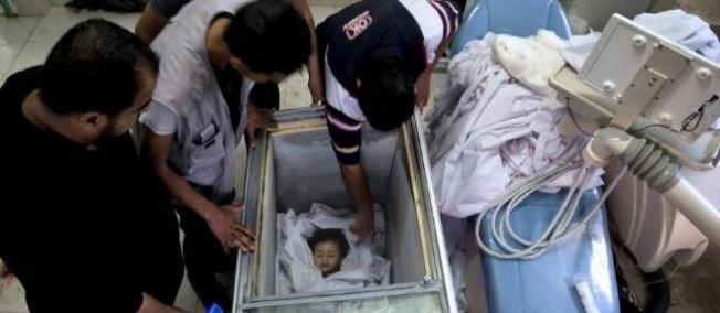 to νεκρόσ ώμα του παιδιού σε καταψύκτη