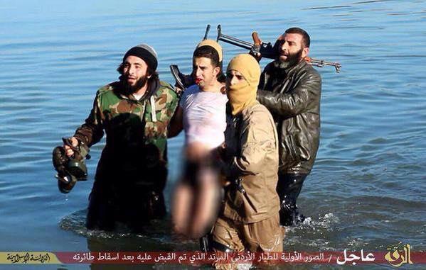 o Ιορδανός πιλότος στα χέρια των τζιχαντιστών της Ράκκα