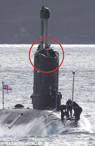 nuclear_submarine_suffered_500_000_damage_in_a_collisi-a-22_1428174155377