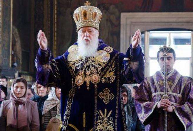 Το Πατριαρχείο Κων/πολης μπαίνει σε πόλεμο κατά της Ρωσίας. Ο Αποστάτης Φιλάρετος με τον οποίο ευθυγραμμίστηκε το Φανάρι παρότρυνε τους Ουκρανούς να σκοτώνουν τους ρωσογενείς ορθοδόξους. Ευθύνεται για πογκρόμ, γενοκτονία 10.000 ρωσόφιλων ορθοδόξων. Με τα τάγματα θανάτου οι άνθρωποί του σκότωσαν 6 ορθόδοξους ιερείς, έκαψαν 13 εκκλησιές, υφάρπαξαν 50 ναούς από το Πατριαρχείο Μόσχας...