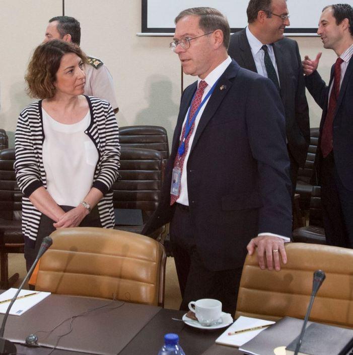 Η πρέσβυς της Τουρκίας στο ΝΑΤΟ Gulin Dinc και ο αμερικάνος ομόλογός της  Earl Litzenberger