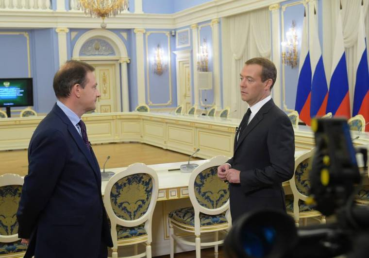 Μεντβέγεφ:αν δεν σταματήσουμε τους τρομοκράτες στη Συρία θα έρθουν στη Ρωσία 9