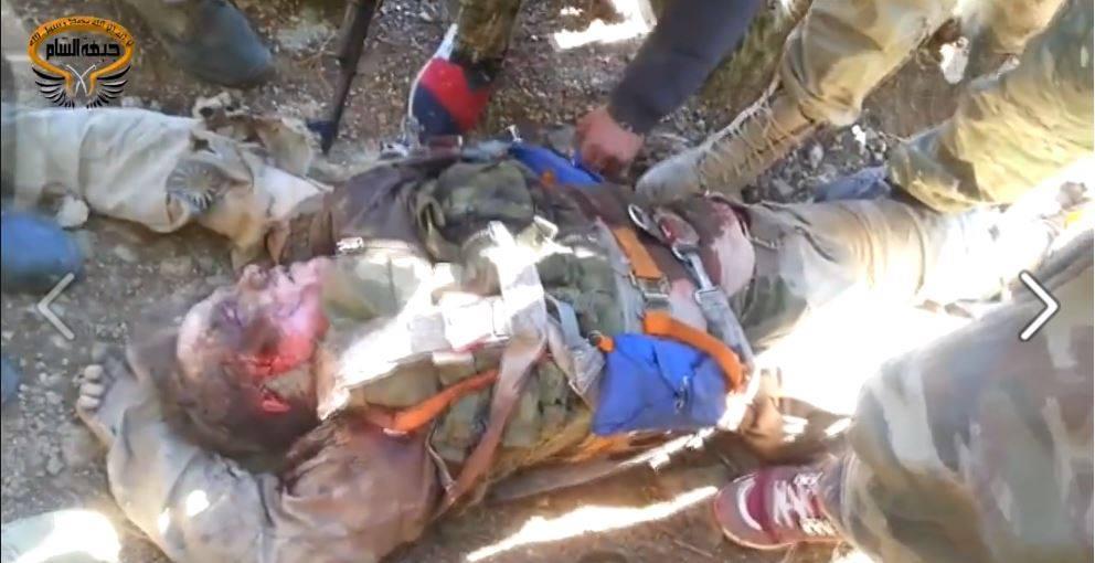 Οι ελεεινοί, σκύλευσαν το σώμα του νεκρού Ρώσου πιλότου! Του αφαίρεσαν ακόμη και το μενταγιόν με τον Χριστό και την Παναγία