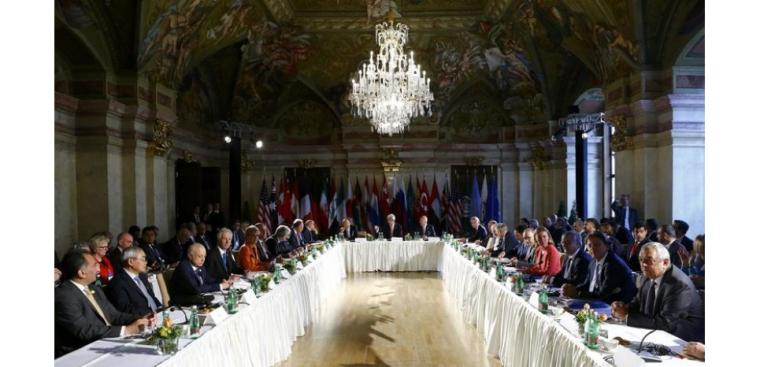 Les ministres de 17 pays, dont la Russie, les Etats-Unis et des puissances européennes et moyen-orientales, participent à une réunion à Vienne destinée à rétablir un cessez-le-feu en Syrie et à permettre à l'aide humanitaire de parvenir aux zones assiégées afin d'inciter les groupes de l'opposition à reprendre les pourparlers de Genève. /Photo prise le 17 mai 2016/REUTERS/Leonhard Foeger