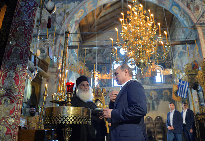 GREECE - MAY 28, 2016: Russia's President Vladimir Putin (C) at the Protaton church (the Church of the Assumption of Our Lady) on Mount Athos. Alexei Druzhinin/Russian Presidential Press and Information Office/TASS Ãðåöèÿ. 28 ìàÿ 2016. Ïðåçèäåíò ÐÔ Âëàäèìèð Ïóòèí (â öåíòðå) â õðàìå Óñïåíèÿ Ïðåñâÿòîé Áîãîðîäèöû íà Ñâÿòîé ãîðå Àôîí. Àëåêñåé Äðóæèíèí/ïðåññ-ñëóæáà ïðåçèäåíòà ÐÔ/ÒÀÑÑ