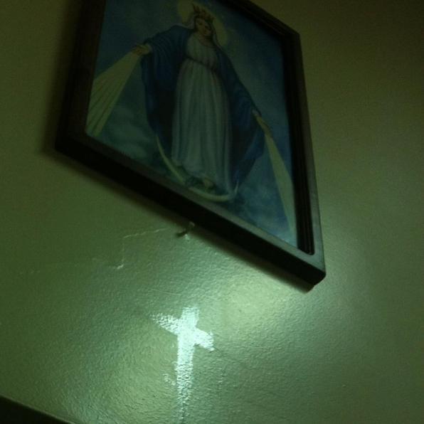Coronavirus : Dites au monde de dessiner...1 croix avec 1 huile sainte, l'épidémie sera supprimée. 14089270_1082481315165421_4058071474806001532_n