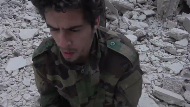 +18 Les djihadistes ont décapité un jeune soldat syrien à Yarmouk. VIDEO