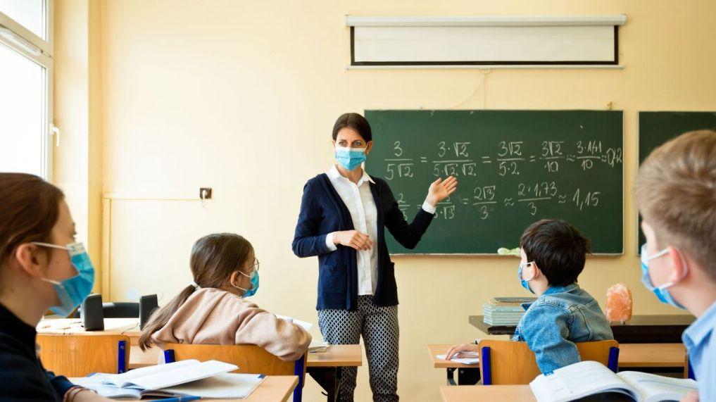 "S.O.S. Αποκαλύψεις Καθηγητή Ιατρίκής, ΩΡΛ για τους εκπαιδευτικούς και την μάσκα. ""Οι μασκοφόροι δάσκαλοι δεν θα αντέξουν!"""