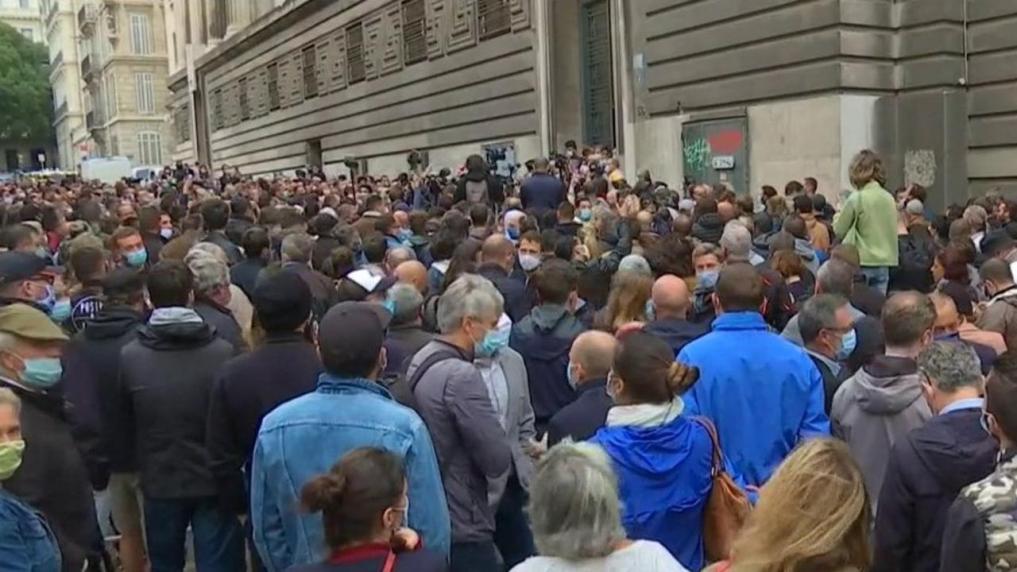 ΕΚΤΑΚΤΟ. Στασίασε η Αστυνομία στη Μασσαλία Γαλλίας κατά των κυβερνητικών μέτρων covid.