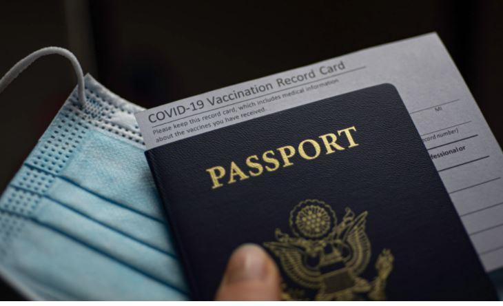 Στον αέρα… τα διαβατήρια-πιστοποιητικά εμβολιασμού!